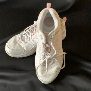 New Balance White Leather Soft & Cushioned Shoe